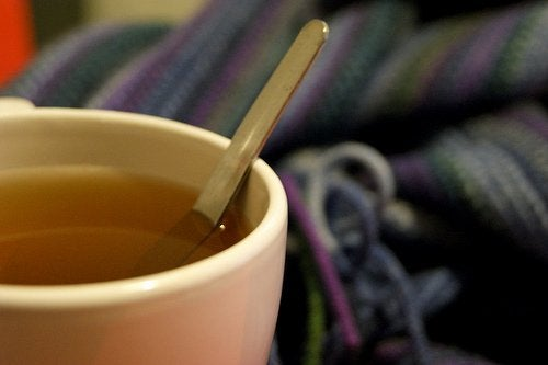 お茶が入ったティーカップ