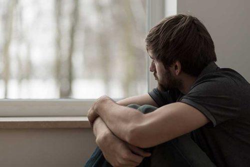 被害者意識が強い人は悲観的