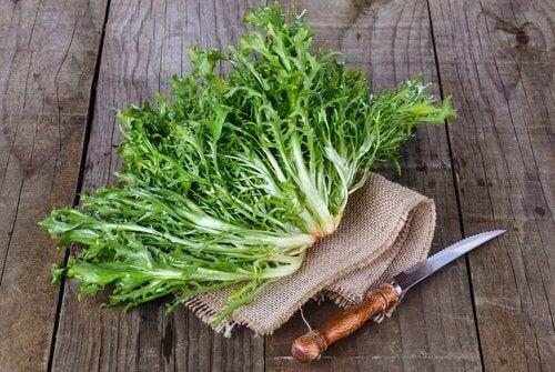 葉野菜とナイフ
