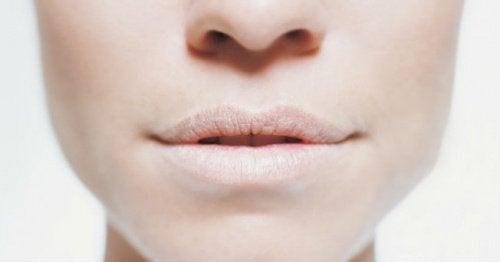 口の乾燥を防ぐ方法4種
