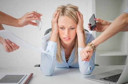 ストレスに悩まされる女性