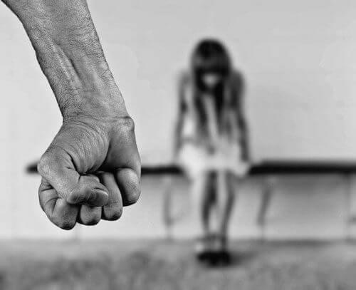 児童虐待者を見抜く方法