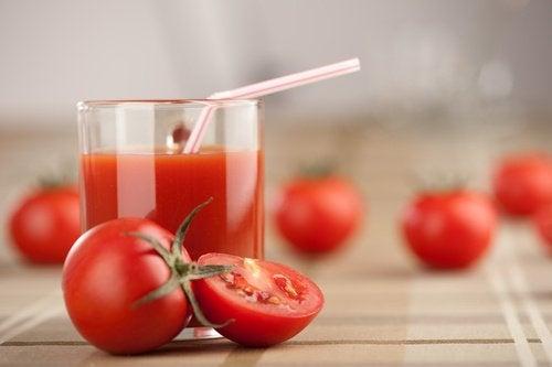 トマト・ニンニク・ターメリックのデトックスジュース