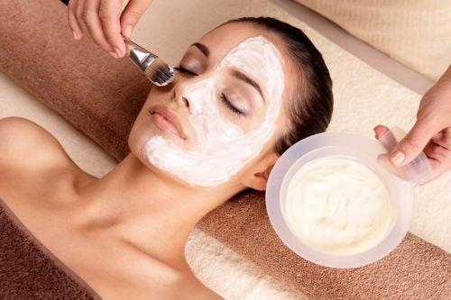 開いた毛穴を引き締める自然療法8選