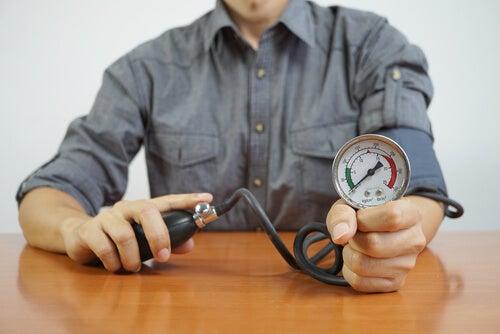 血圧をはかる