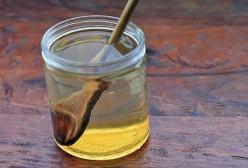 ハチミツ瓶、スプーン