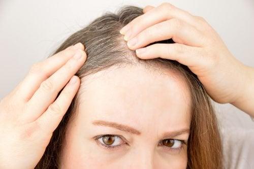 髪の成長を促進するハーブとスパイス5種