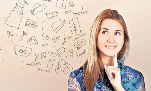買い物について考える女性