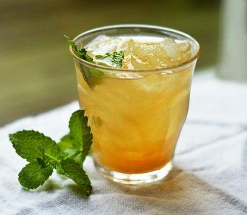 緑茶パイナップルシナモンのお茶