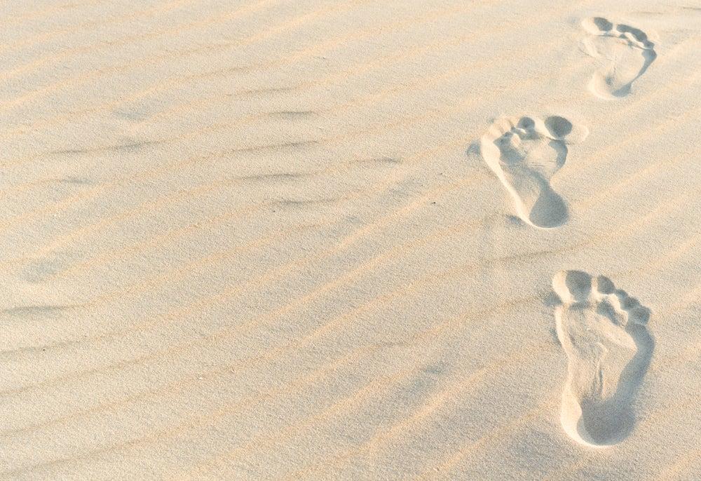 砂浜の足跡