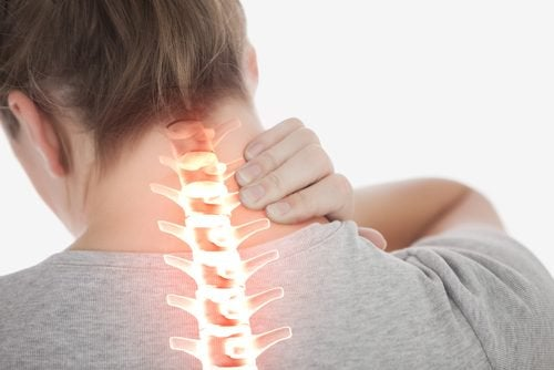 首の痛みを和らげるエクササイズ4つ