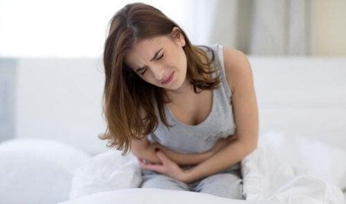 心窩部痛:みぞおちの不快な痛み