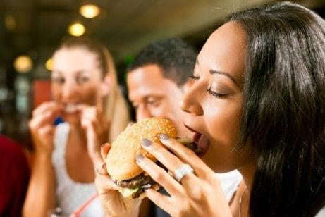 カロリーカットのために避けたい食品