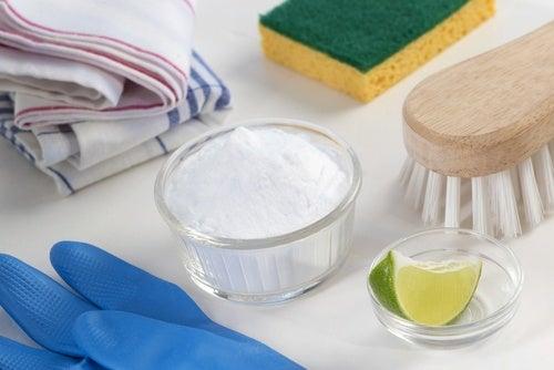 重曹とレモン、掃除用具
