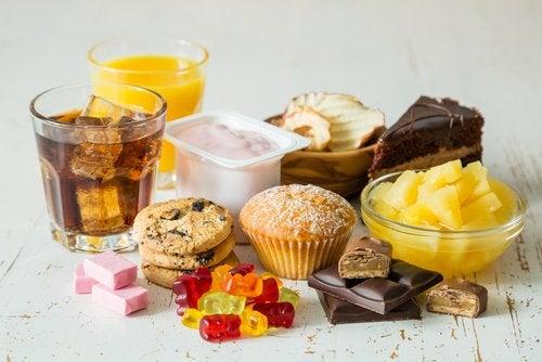 お菓子など糖分の多い食品