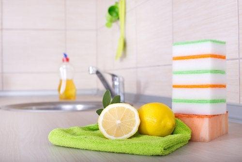台所とレモン