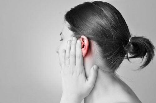 耳に入った水を抜く8つの方法