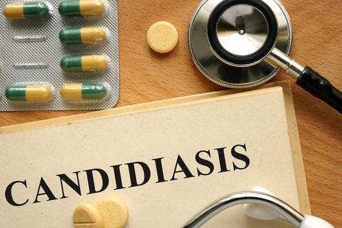 カンジダ症と書いた紙と薬