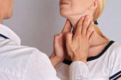 甲状腺機能低下症を改善:喉のマッサージ
