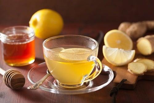 ハチミツ入りレモン生姜湯