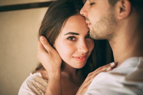 駆け引きなしの親密な関係を築く方法