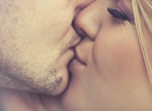 キスで移りやすい5つの感染症