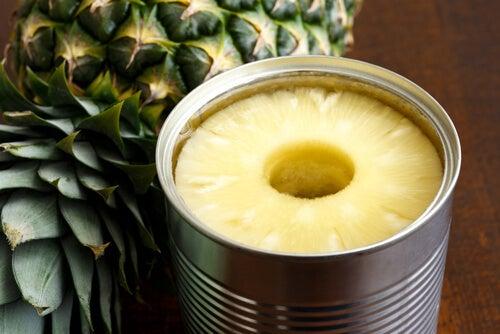 缶詰のパイナップル