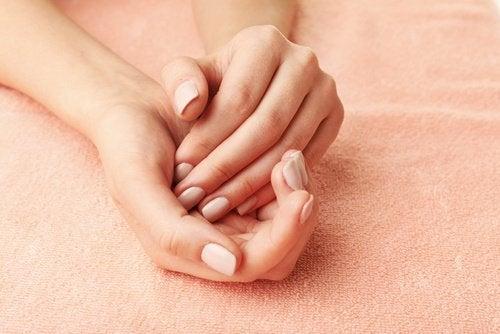 絹のような手