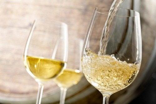 貧血 の症状を改善する白ワインとフェンネルシード