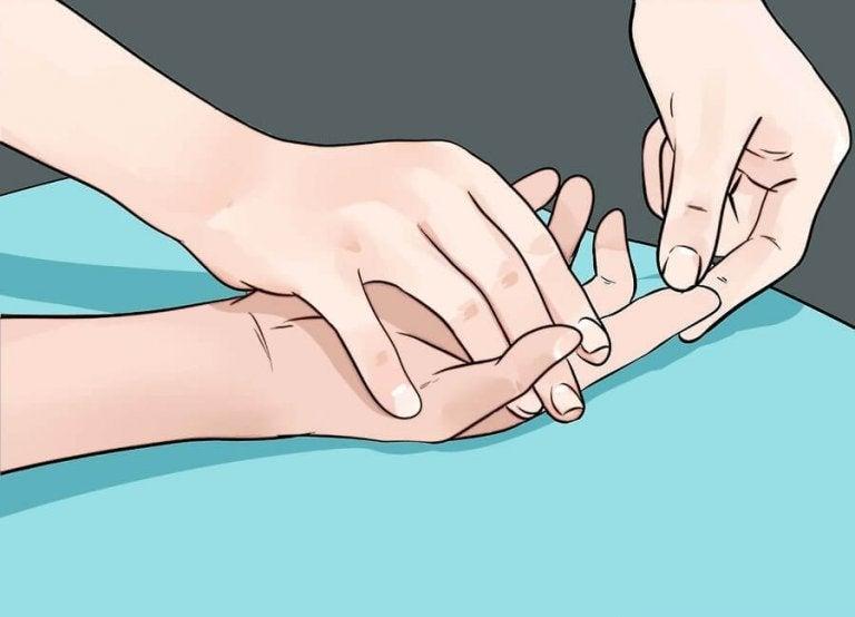 手が教えてくれる9つの病気のサイン