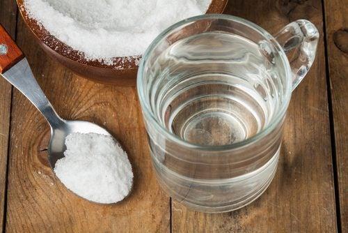 鼻血 を止める方法は食塩水