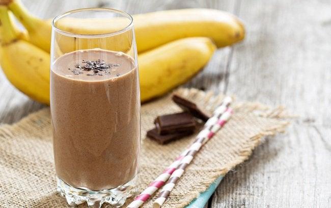 チョコレートとバナナ入りミルク