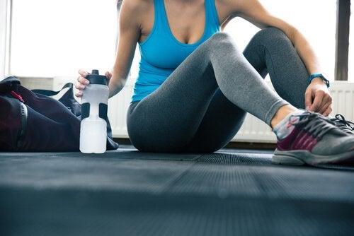 1日に飲む水の量を増やしてもっと健康になる