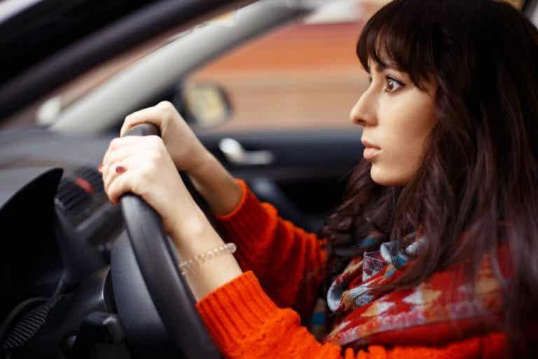 車の運転が怖いのはなぜ? 運転恐怖症とは