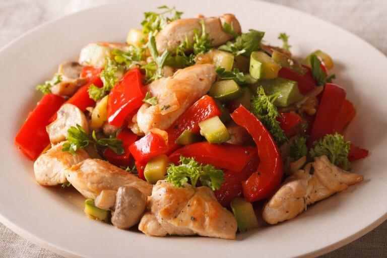 チキンと野菜の炒めもの