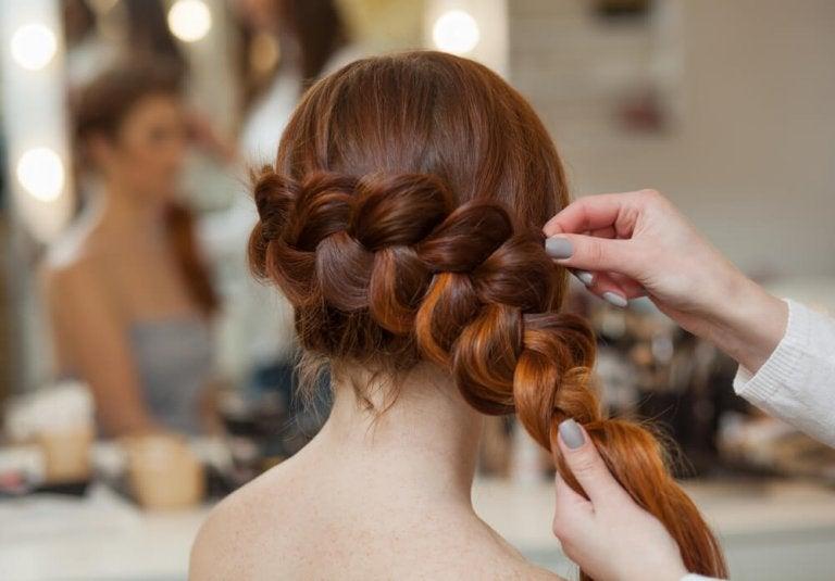 様々なシチュエーションに合わせて使えるシンプル編み込みヘア3種