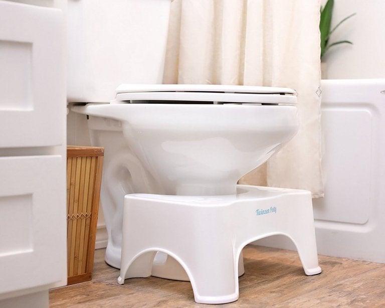 トイレと足のせ台