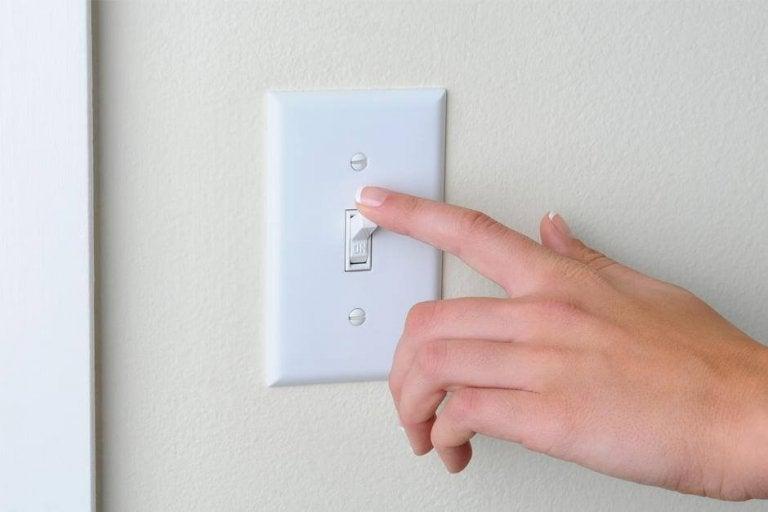 照明のスイッチの掃除