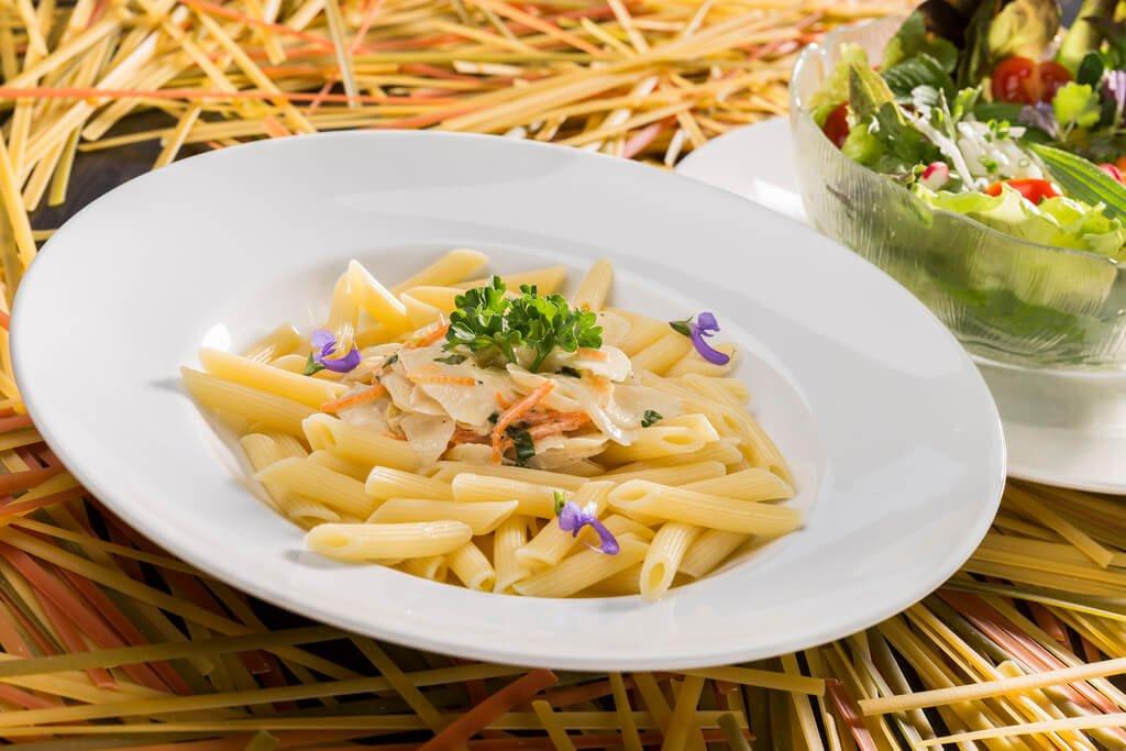 クリームやチーズを使わずにクリームパスタを作る方法