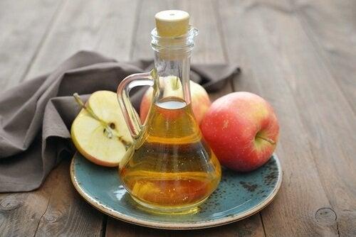 鼻血 を止める方法はリンゴ酢