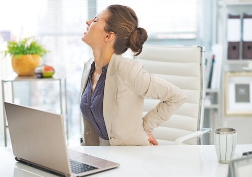 背中の痛みを引き起こす6つの健康問題