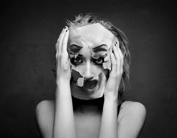 壊れたマスク