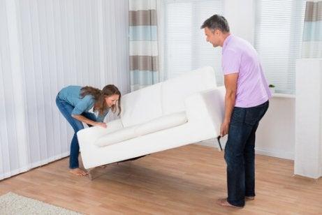家具を動かす