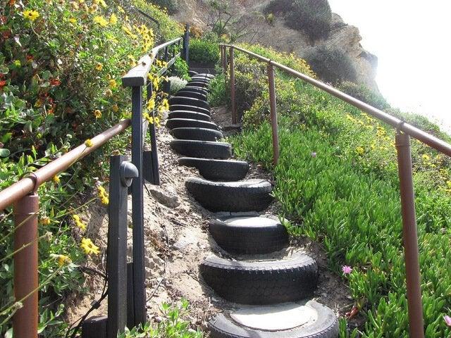 タイヤの階段