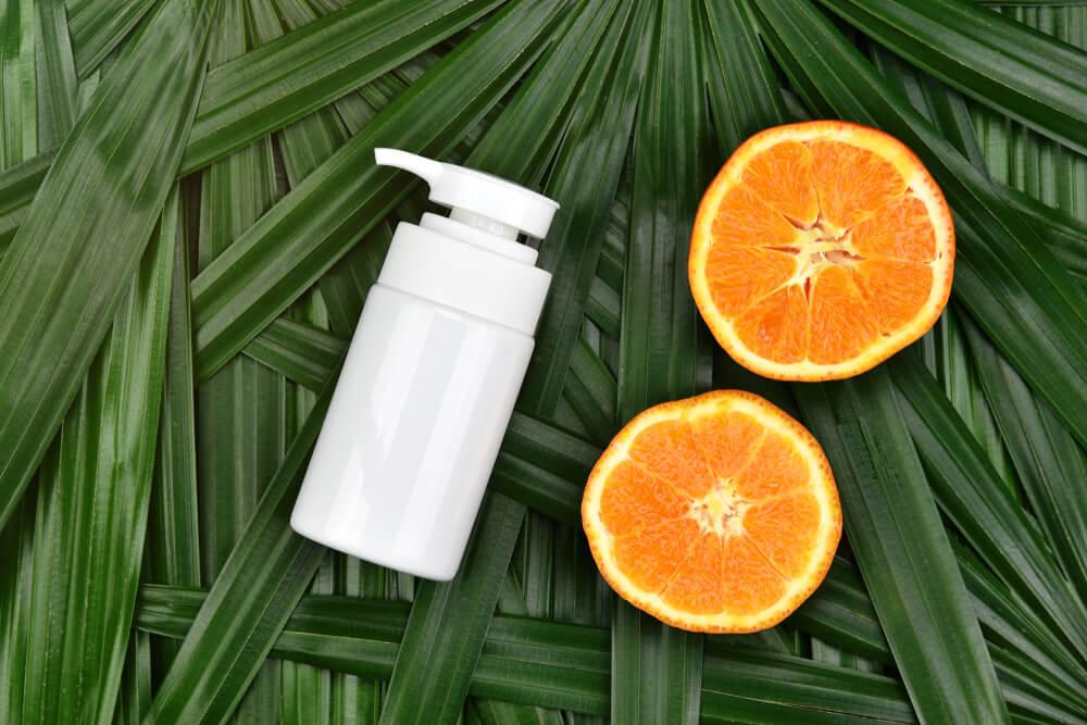 プッシュ容器とオレンジ