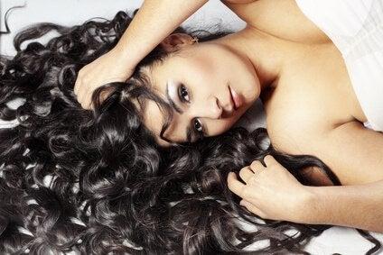 長髪の女性