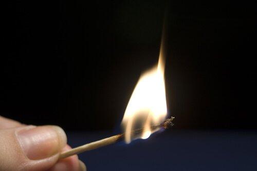 マッチの火