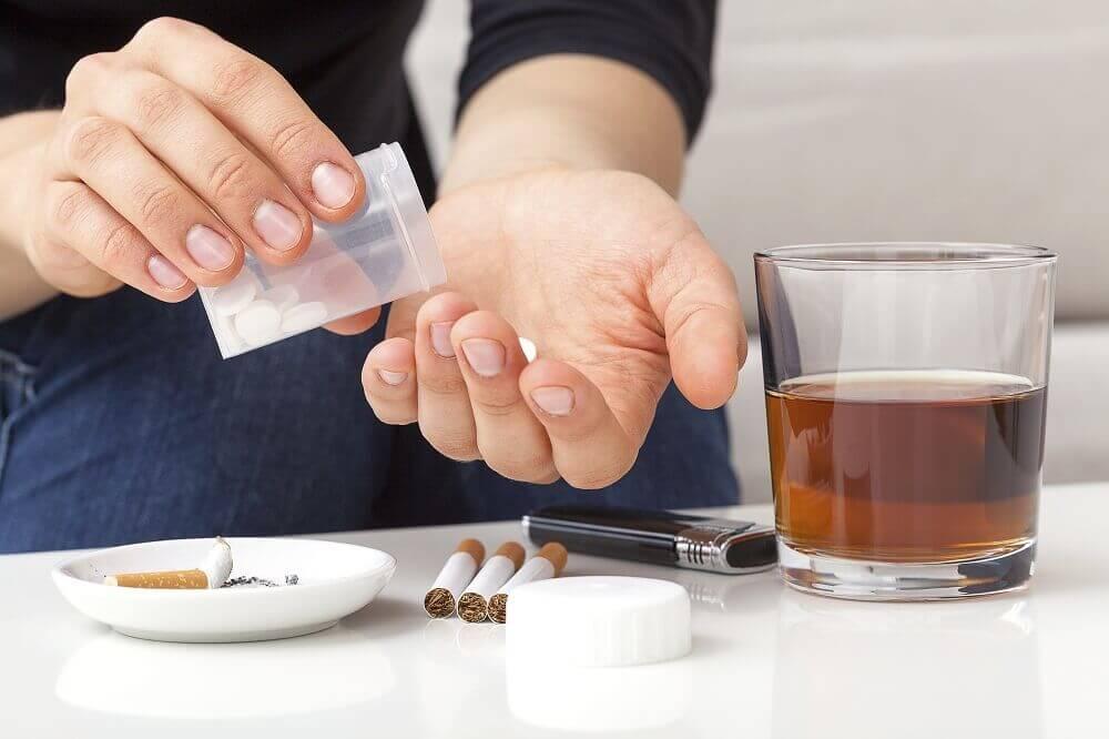 タバコ、アルコール、薬