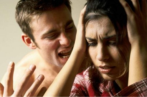 言葉の虐待の被害者に起こる6つの症状