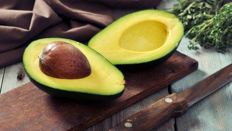 アボカド カサカサ乾燥肌に効くフルーツ